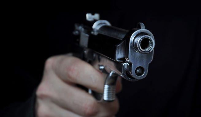 Koboi Pengemudi Fortuner Acungkan Pistol-JaringPos