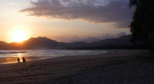 Pantai Selatan Pulau Merah Banyuwangi