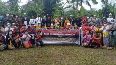 Ket-Poto. ketua ICHI, Sulinggih dan rombongan di Pura Taman Giri Putri Rinjani di desa sajang kevcamatan Sembalu Lombok Timur-NTB