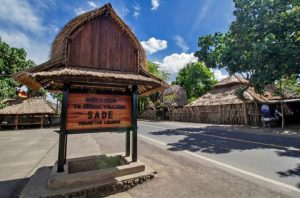 Desa Sade, salah satu kawasan pengrajin tenun ikat dan songket Lombok.