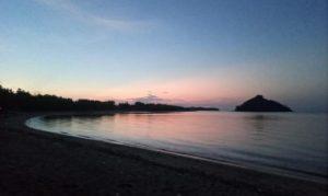 Tampak Pantai Elak Elak Menjelang Magrib di Sekotong, Kabupaten Lombok Barat, NTB.